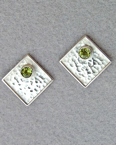 enlarged post earring image